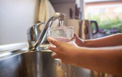 Come insegnare bambini spreco acqua